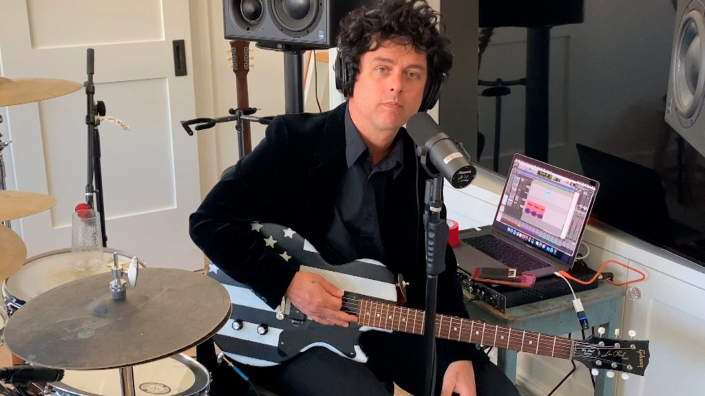 Billie Joe Armstrong dei Green Day, pubblica No Fun Mondays