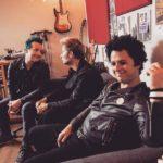 Billie Joe Armstrong, dallo studio di registrazione, anticipa una nuova canzone dei Green Day